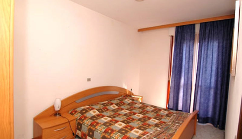 Agenzia-Meridiana-affitta-appartamento-per-5-7-persone-a-Lignano-frontemare
