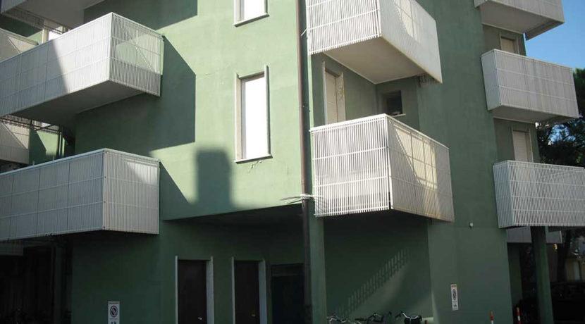 condomio-affitta-appartamenti-vicino-alla-spiaggia-Agenzia-Meridiana