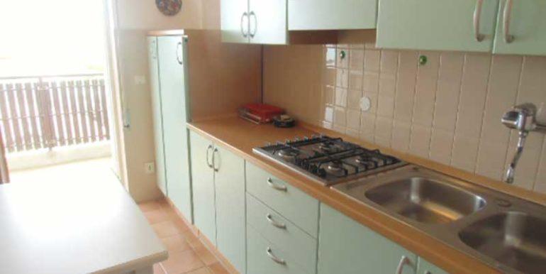 cucina-appartamento-condominio-al-faro