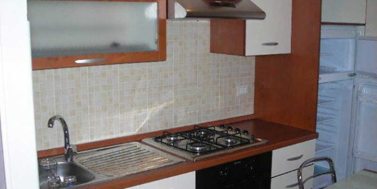 cucina-appartamento-in-affitto-condominio-al-faro