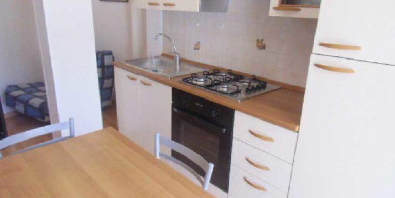 cucina-appartamento-in-affitto-lignano-sabbiadoro