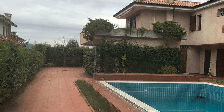 villa-con-piscina-in-vendita
