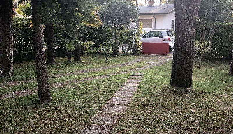 Agenzia Meridiana vende villa bifamiliare Lignano Pineta