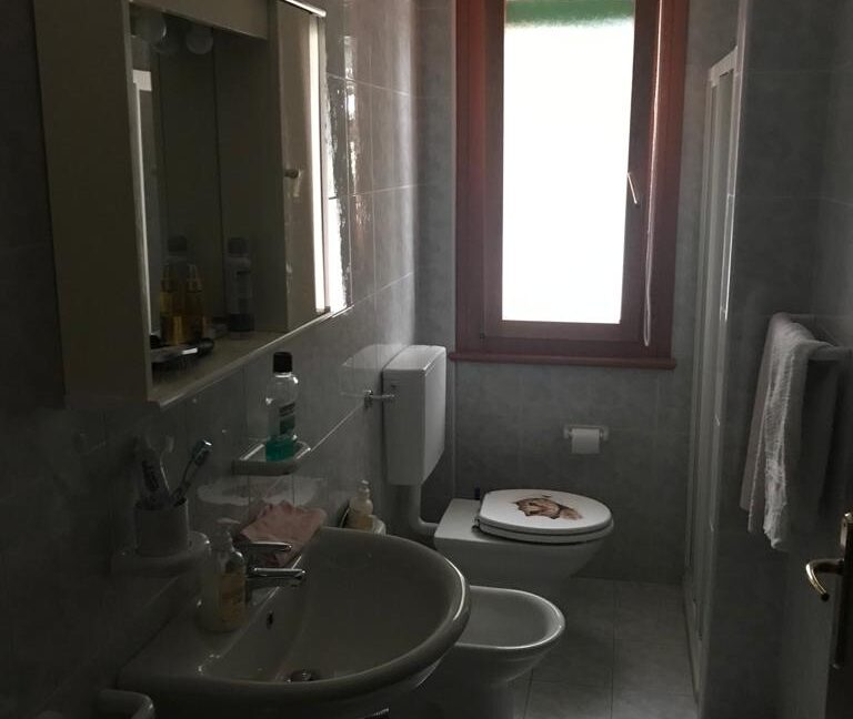 bagno piano terra Villa Brenna lato strada